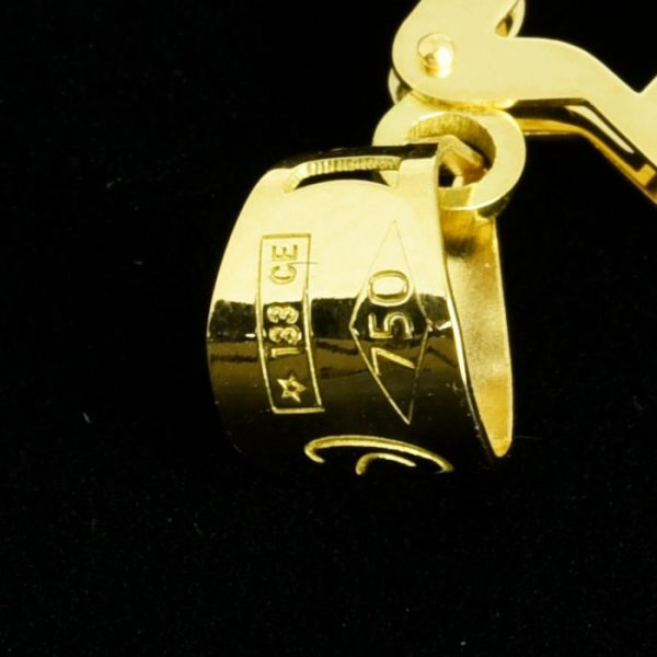   Cruz de oro 18K Dimensiones: 26 x 20 x 3.5 mm