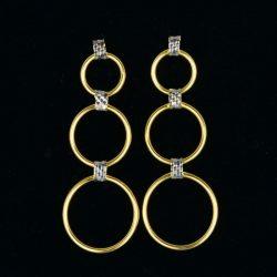 Pendientes de oro 18K Dimensiones 50 x 19 mm