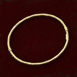 Pulsera de oro 18K Dimensiones 6.5 x 5.5 cm