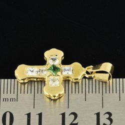 Cruz de oro 18K Dimensiones: 26 x 17 x 3 mm