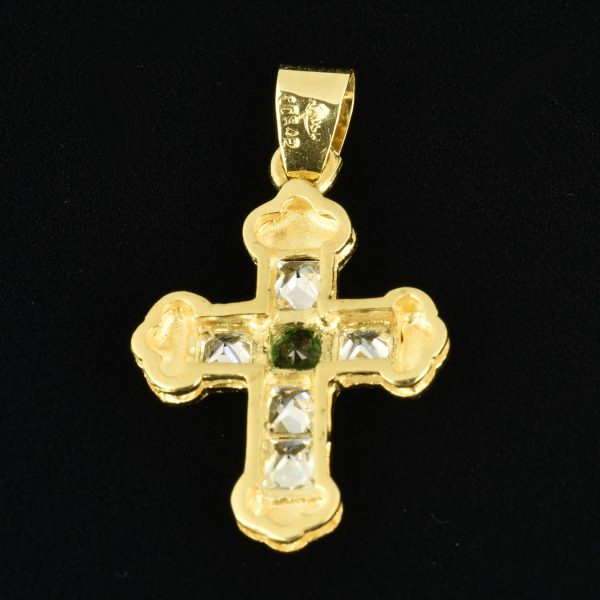 | Cruz de oro 18K Dimensiones: 26 x 17 x 3 mm